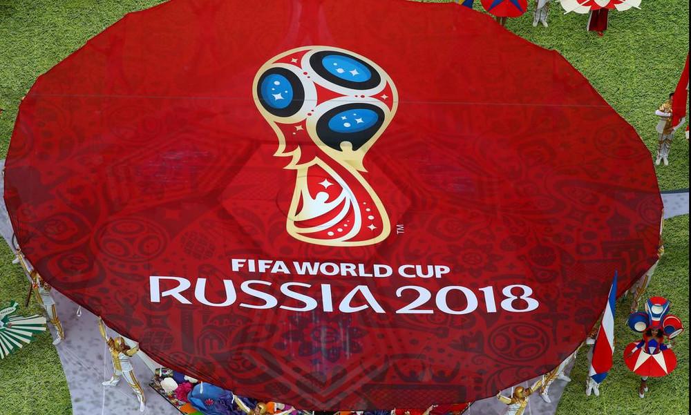 Παγκόσμιο Κύπελλο Ποδοσφαίρου 2018: «Σφάζονται» οι γυναίκες για… πάρτη του! (photos)
