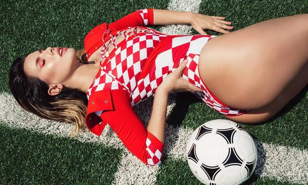 Αυτή είναι η πιο καυτή οπαδός της Κροατίας στο Μουντιάλ! (photos)