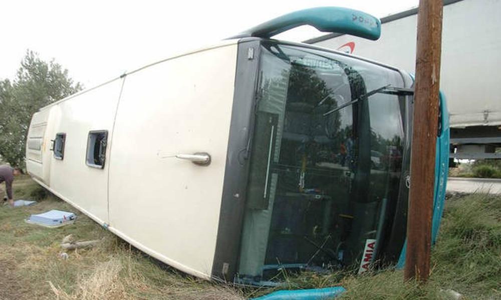 Θρίλερ στη Δράμα: Ανετράπη λεωφορείο του ΚΤΕΛ