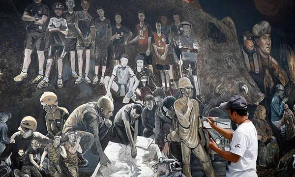 Ταϊλάνδη: Τεράστια τοιχογραφία με τα 12 αγόρια και τον προπονητή τους