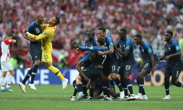 Γαλλία-Κροατία 4-2: Κυριάρχησε και ανέβηκε στην κορυφή του κόσμου η Γαλλία! (video)