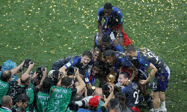 To σήκωσε η Γαλλία και ξέσπασε «μπόρα»! (video)