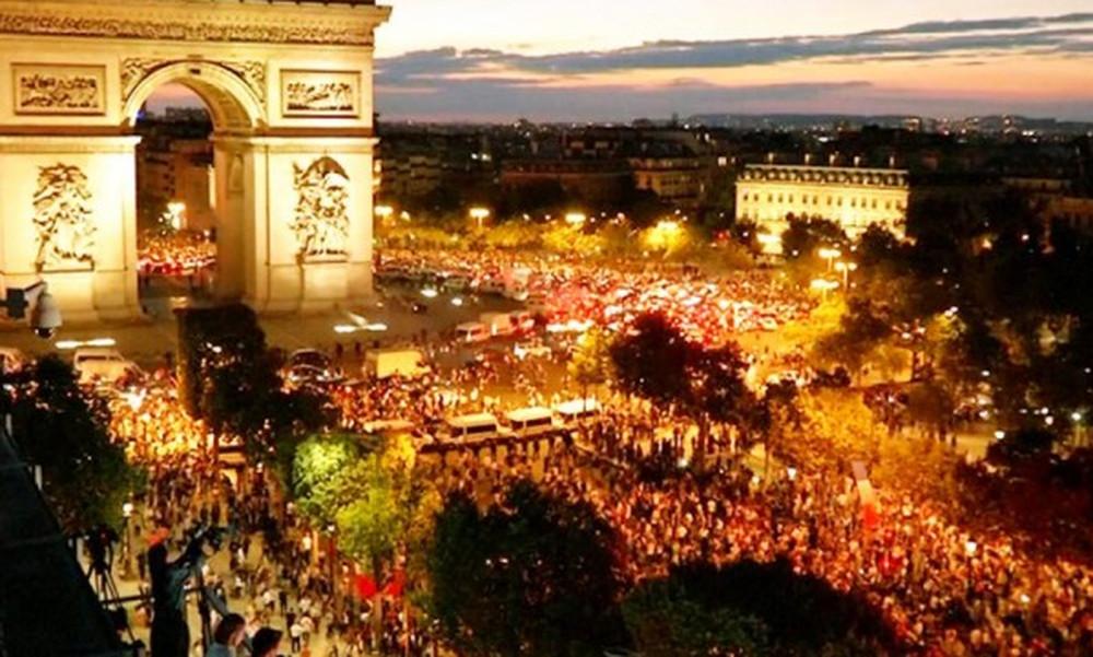 Στους δρόμους οι Γάλλοι, τρελό πάρτι για την παγκόσμια κούπα!  (video)