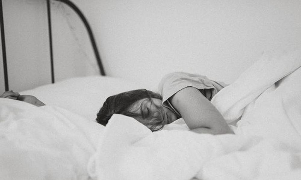 Τα 10 παράξενα πράγματα που συμβαίνουν ενώ κοιμάσαι