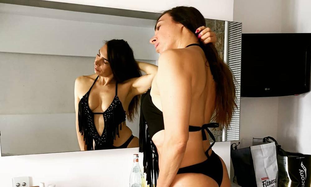Η Μάγκυ Χαραλαμπίδου αναστατώνει με την «μεθυστική» πίσω της… κίνηση!! (photos)