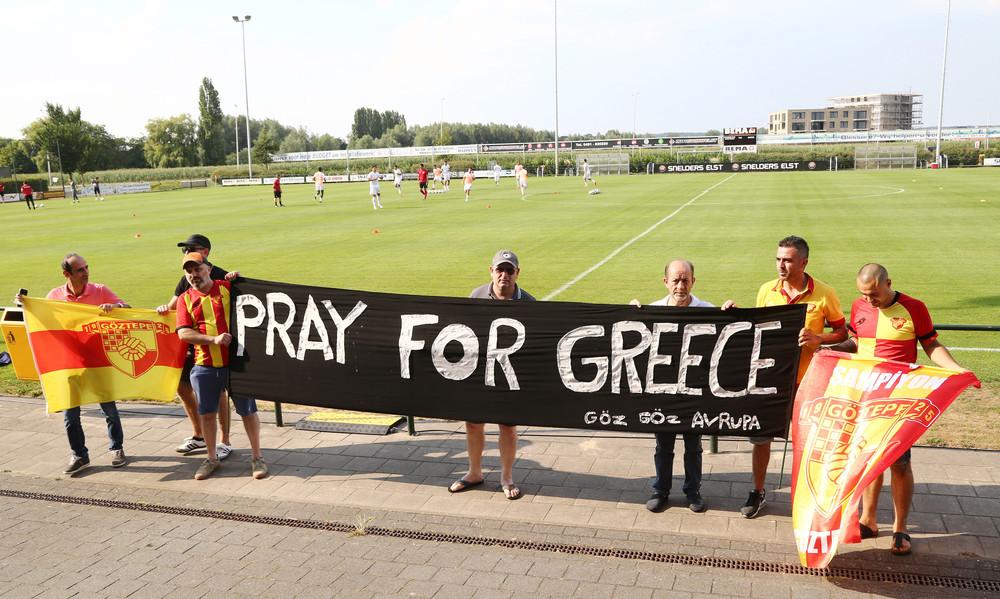 Φωτιά: Μήνυμα στήριξης από φιλάθλους της Γκεζτέπε (photos)