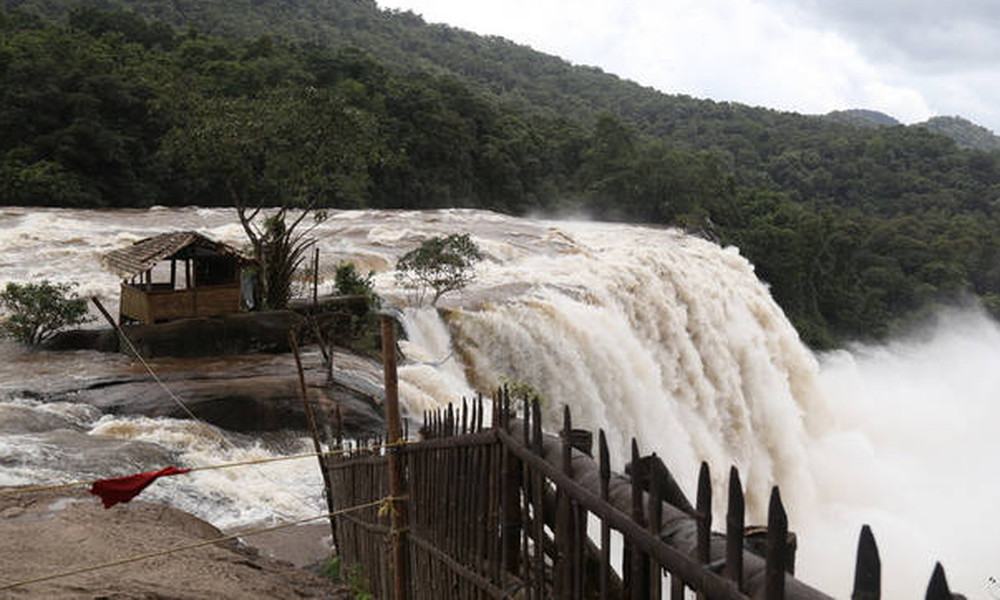 Τραγωδία στην Ινδία: 324 νεκροί από τις χειρότερες «πλημμύρες του αιώνα» και η βροχή συνεχίζεται