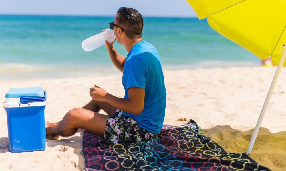 Ναι ρε παίρνω ψυγειάκι στην παραλία, ΠΡΟΒΛΗΜΑ;