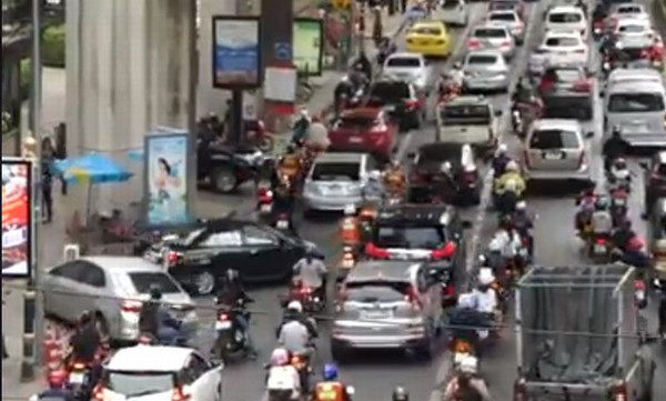 Αυτό θα πει κυκλοφοριακό χάος! (video)