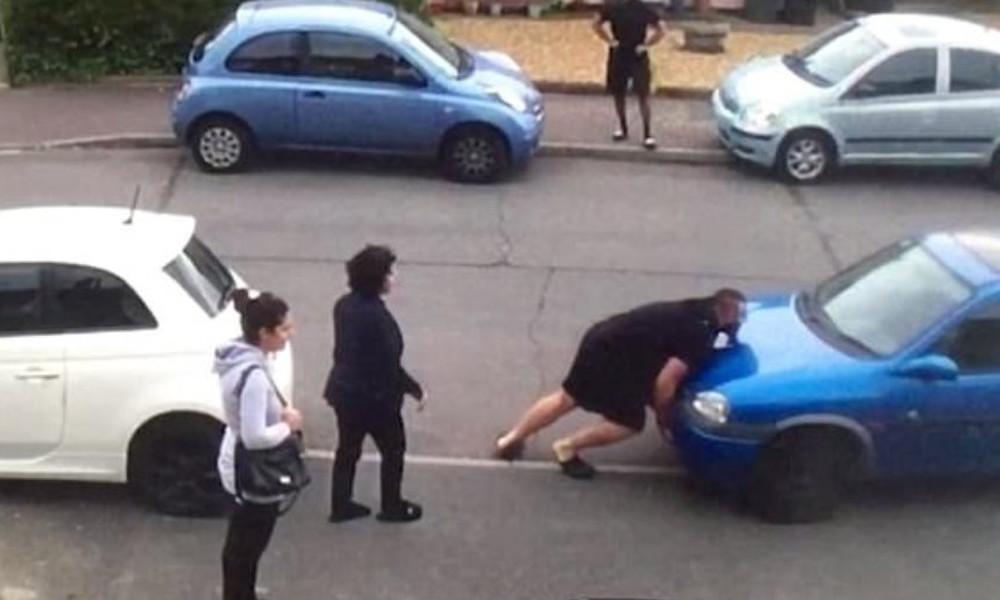 Αμάξι εμπόδιζε εκείνο της θείας του - Δείτε τι έκανε ο τύπος! (video)