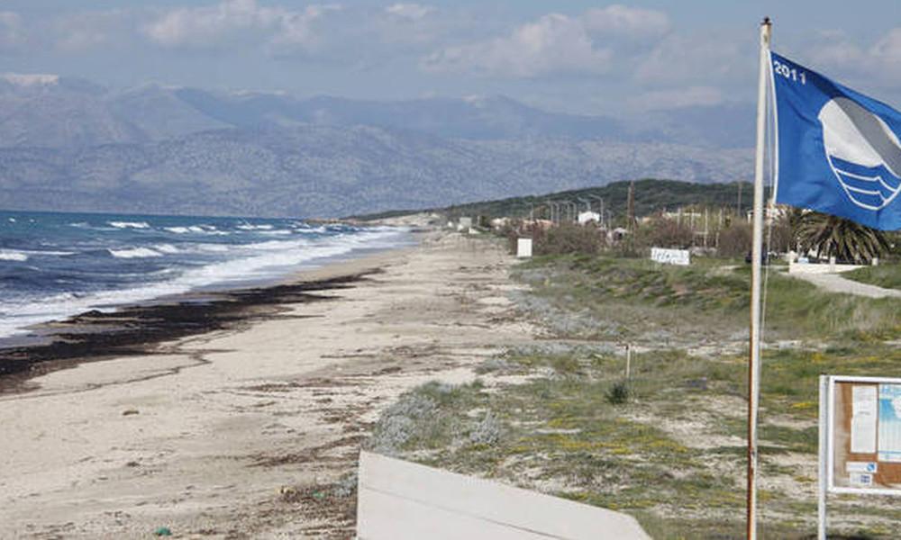 Αυτές είναι οι οκτώ παραλίες που έχασαν τις γαλάζιες σημαίες τους
