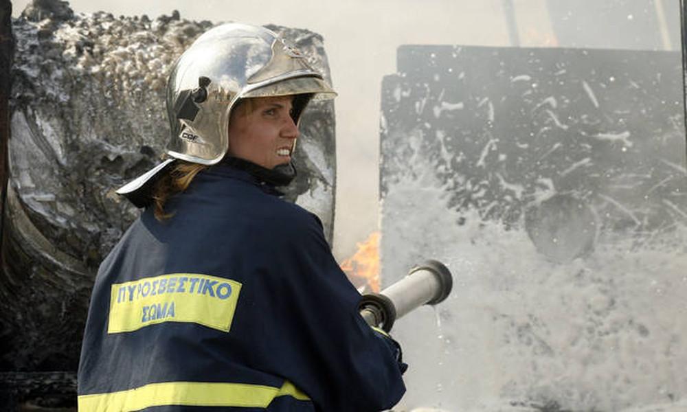 Φωτιά σε φορτηγό στην Αθηνών - Λαμίας - Έκλεισε η Εθνική Οδός