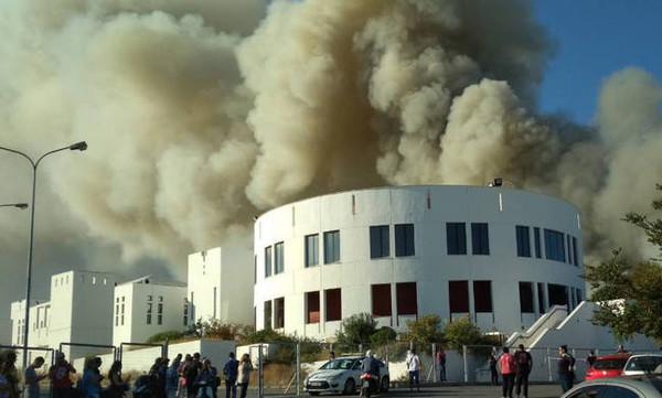 Φωτιά στο Πανεπιστήμιο Κρήτης - Ακούγονται εκρήξεις (photos+videos)