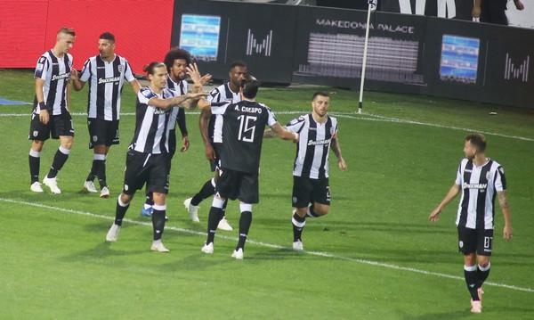 ΠΑΟΚ-ΑΕΚ: Έτσι πανηγύρισε το γκολ του Πρίγιοβιτς ο Σαββίδης (photos)