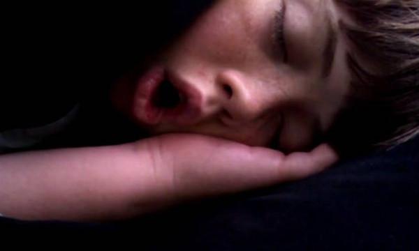 Το παιδί με το δυνατότερο ροχαλητό! (vid)