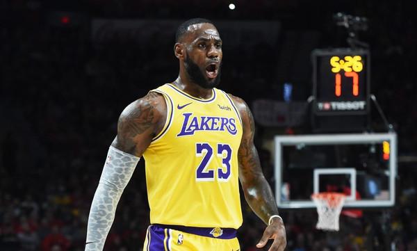 NBA: Top-10 με Γιάννη, Λεμπρόν και Πάουελ στην κορυφή (video)