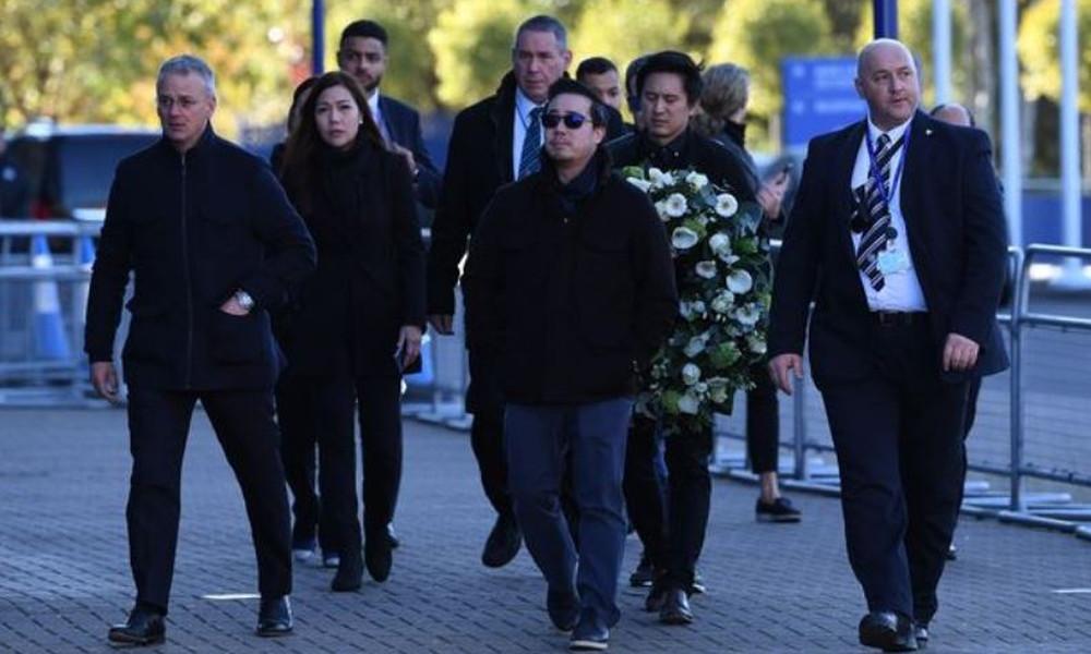 Λέστερ: Η οικογένεια του ιδιοκτήτη της oμάδας στον τόπο της τραγωδίας (video & photos)