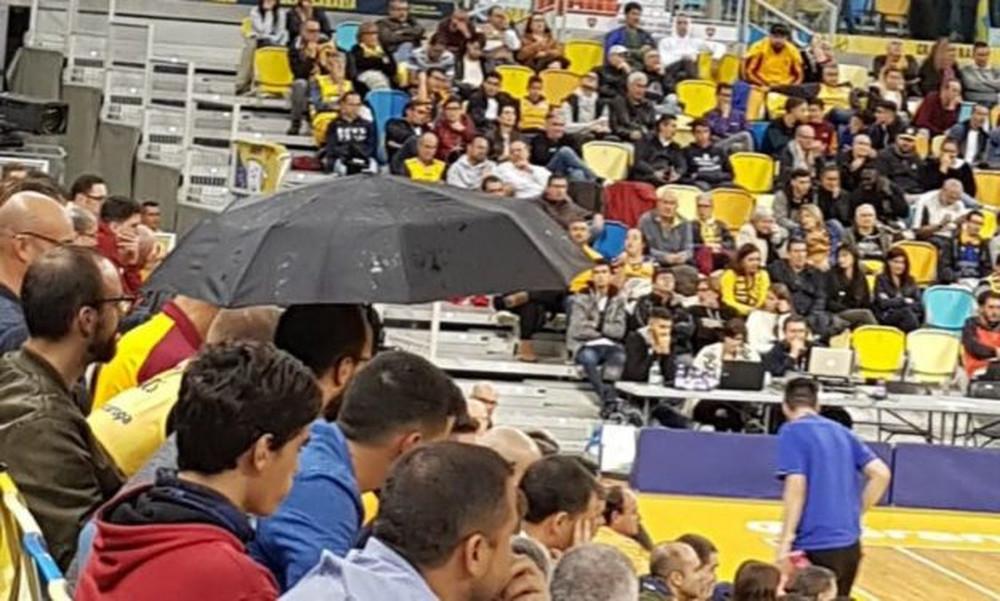 Απίστευτο σκηνικό στην Euroleague: Με… ομπρέλες στο γήπεδο της Γκραν Κανάρια! (photos)