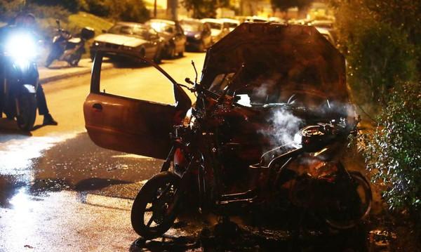 Χάος στο ΣΕΦ με δακρυγόνα και καμένα οχήματα! (photos)