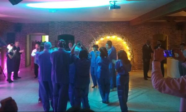 Εισβολή… γιατρών σε γαμήλιο πάρτι! (videos+photos)