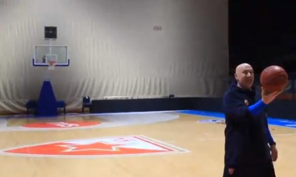 Ο γυμναστής του Ερυθρού Αστέρα «ντύθηκε» Στεφ Κάρι! (video)
