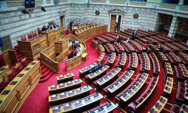 LIVE - Ψήφος εμπιστοσύνης: Οι «πρόθυμοι» των Πρεσπών βάζουν... φωτιά στη Βουλή