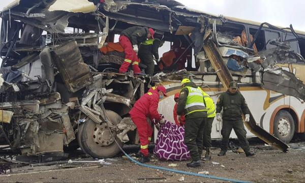 Τρόμος στην άσφαλτο: 22 νεκροί και 37 τραυματίες σε μετωπική σύγκρουση λεωφορείων