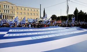 Συλλαλητήριο: Στο Σύνταγμα οι πρώτοι διαδηλωτές για τη Μακεδονία (vid)