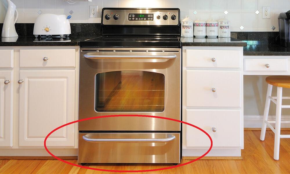 Να γιατί δεν πρέπει να βάζεις ΠΟΤΕ το αλουμινόχαρτο στο συρτάρι του φούρνου!