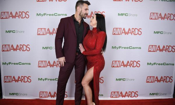 AVN Awards: Σάρωσε τα Όσκαρ του πορνό η Angela White (photos+videos)