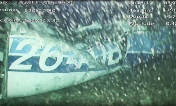 Ανατριχιαστικές οι πρώτες εικόνες από τα συντρίμμια του αεροσκάφους του Σάλα (video)