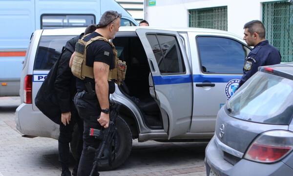 Υπόθεση Τζήλου: Στην ανακρίτρια ο 28χρονος που παραδόθηκε (photos)