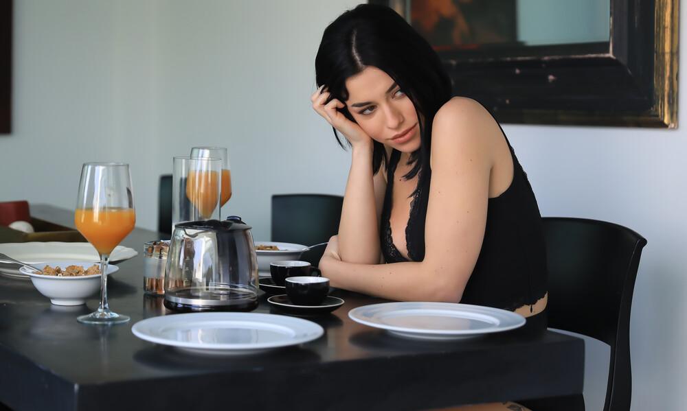 Η sexy Ειρήνη Στεριανού πρωταγωνιστεί στο video clip των Χρυσοχοϊδη-Taraxia