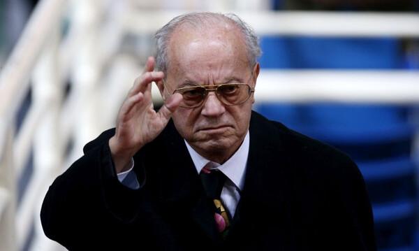 Ανθοδέσμη στη θέση του Θανάση Γιαννακόπουλου στο φουαγιέ του ΟΑΚΑ