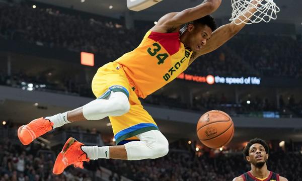 NBA: Άνετοι Μπακς, εκπληκτικοί Σπερς (videos+photos)