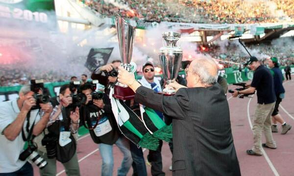 Οι οπαδοί του Παναθηναϊκού στο τελευταίο αντίο στον Θανάση Γιαννακόπουλο