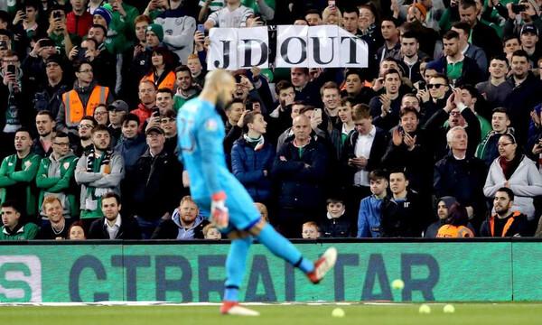 Ιρλανδία: Διαμαρτυρία με… μπαλάκια τένις (video)