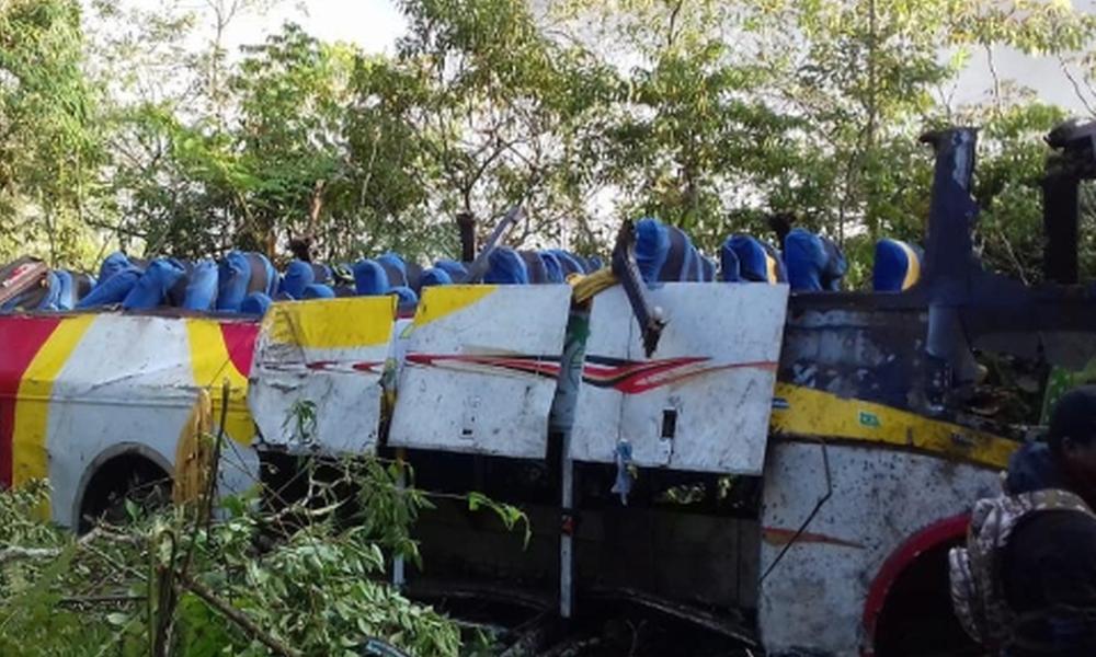 Τραγωδία στη Βολιβία: Λεωφορείο έπεσε σε χαράδρα – Τουλάχιστον 25 νεκροί (pics)