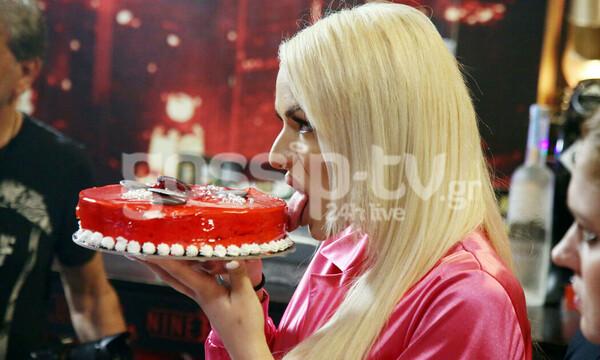 Αφού έφαγε προκλητικά την τούρτα, τα «πήρε κρανίο» και δεν φαντάζεστε τι έκανε!