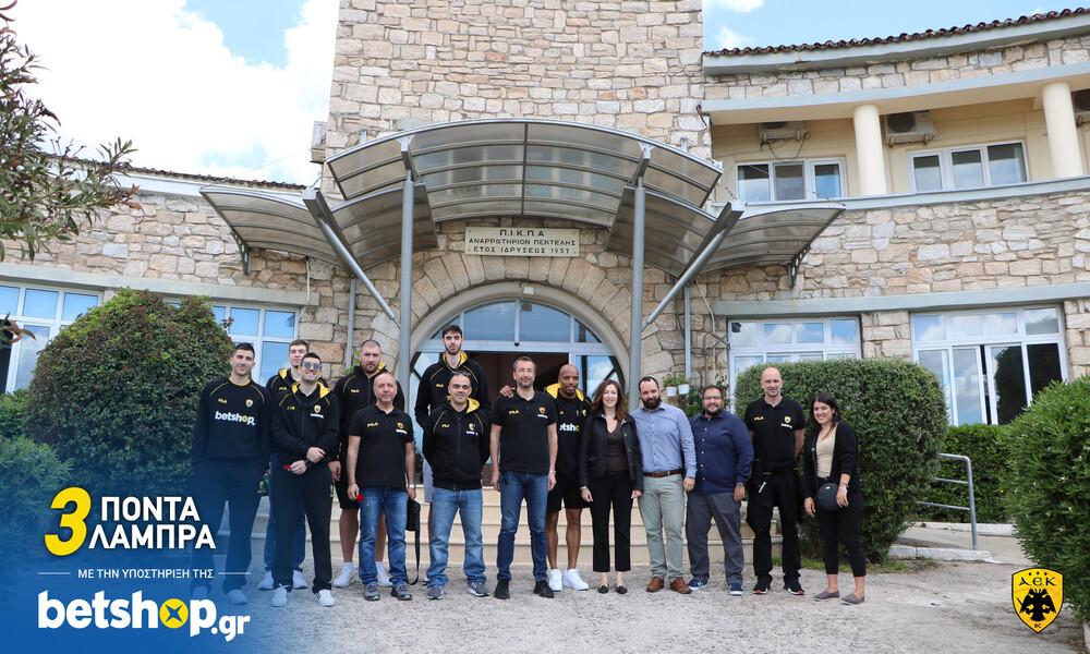 a3daa542f61 Οι παίκτες της ΑΕΚ μοίρασαν «λαμπρά» χαμόγελα στο Αναρρωτήριο Πεντέλης -  Onsports.gr