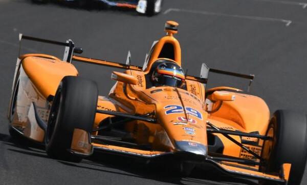 Τρομακτικό ατύχημα του Αλόνσο στους αγώνες Indy 500 (photos+video)