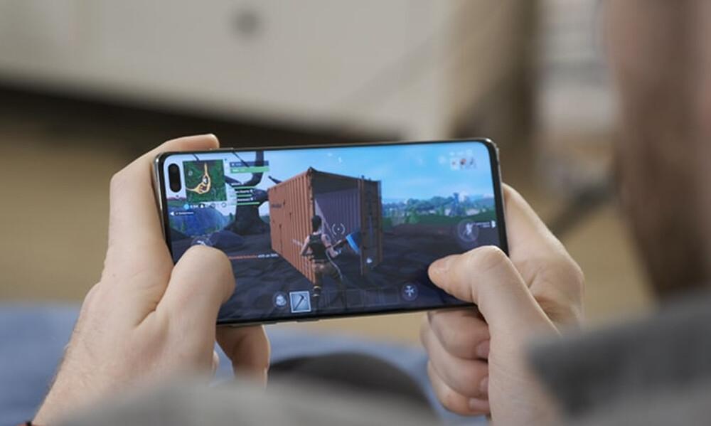 Gaming σε cinematic infinity οθόνη για απέραντη εμπειρία