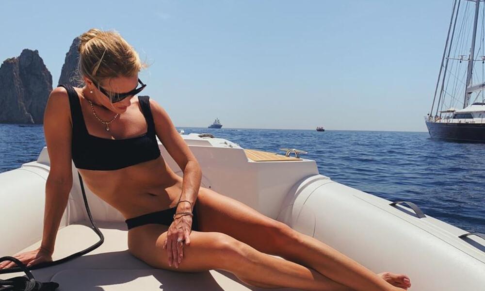 H Rosie Huntington-Whiteley προκαλεί εγκεφαλικά με το σέξι μαγιό της
