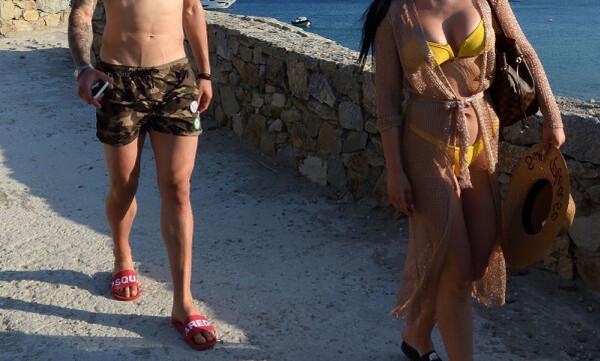 «Συλλάβαμε» Ελληνα διεθνή στη Μύκονο με την… καυτή σύντροφό του (pics)