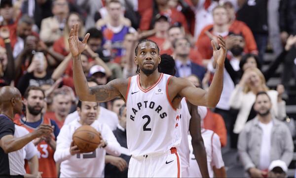 NBA: Όλοι στα πόδια του Λέοναρντ (photos+video)