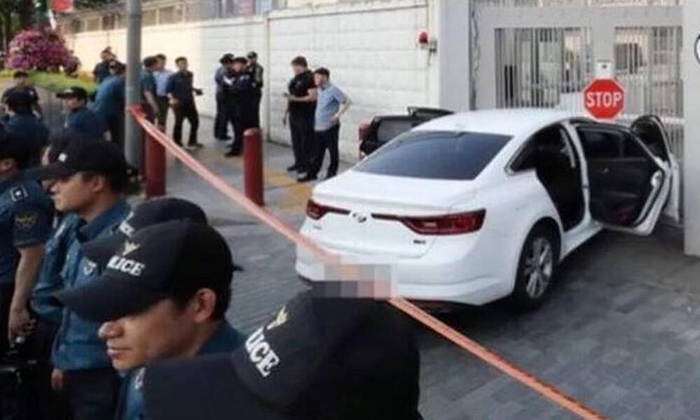 Σεούλ: Φόρτωσε το αυτοκίνητό του με γκαζάκια και έπεσε πάνω στο κτήριο της αμερικανικής πρεσβείας