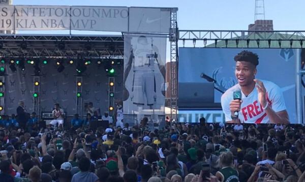 Αποθέωση για Greek Freak στο Μιλγουόκι! Όλη η πόλη γιόρτασε τη Giannis Antetokounmpo Day