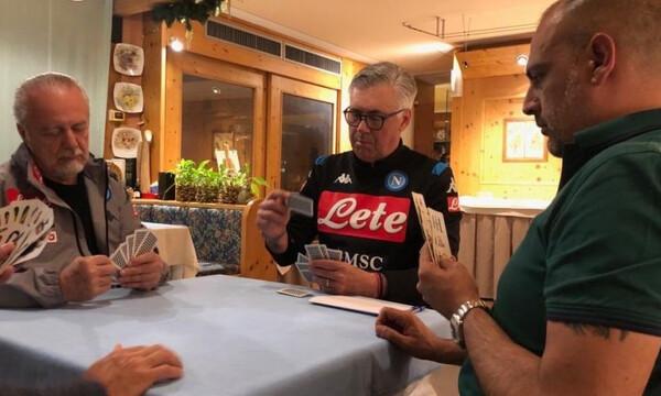 Νάπολι: Αντσελότι και Ντε Λαουρέντις χαλάρωσαν με… πρέφα! (photos)
